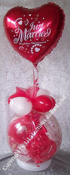 geschenk im ballon hochzeit mit folie just married geldgeschenk. Black Bedroom Furniture Sets. Home Design Ideas